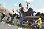 公園内のほとんどの観光客が見入った相洋高校和太鼓部の演奏