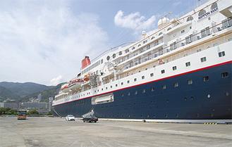 「にっぽん丸」接岸したナナハン岸壁の長さは200m、深さが約10mあり、ここまでの規模の岸壁は静岡県内で清水港と熱海港しかない