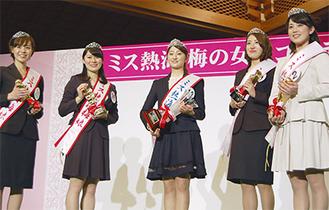 中央が「女王」の平澤さん、左二人は「梅娘」、右2人は「桜娘」