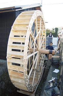水車は直径3・8m、松は水にも強い