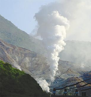 14年前も蒸気がのぼった温泉造成施設(8日撮影)