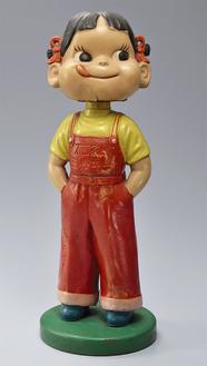ペコちゃん卓上人形(写真提供/平塚市美術館)