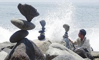 大きな石は重力が強力な接着剤になる 11日・福浦カツラゴ海岸