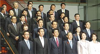 政務官に就任した牧島氏(前から2列目・右から2番目)