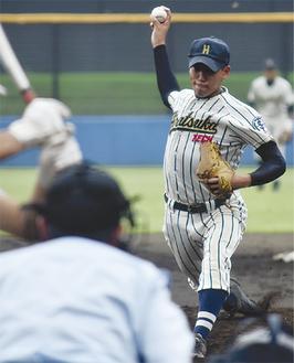 白球に力を込める平塚工科の堀君(13日)