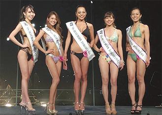 水着審査に臨む木村さん(左から2人目)