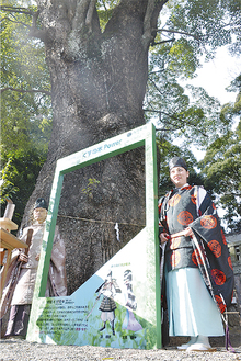 入魂の儀式に臨んだ西山宮司と西山桂子権禰宜(右)