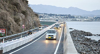 小田原に向かう山側車線も今後かさ上げする