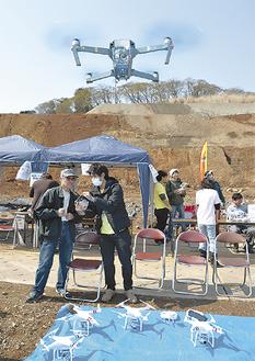 沖縄のドローン訓練施設関係者が操縦を説明した