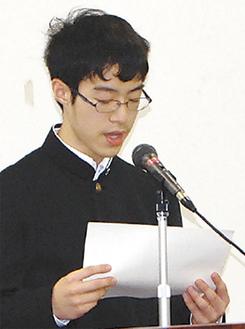 朗読する和田君