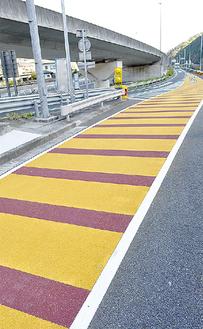 明るい色で箱根新道方面と区別