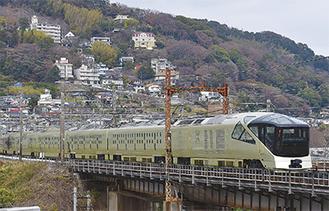 ネオサミット湯河原横・千歳川の鉄橋をわたる車体