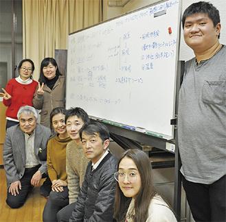 徳永教授と拓大の学生、箱根在住OBら