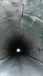照明が設置される金時隧道