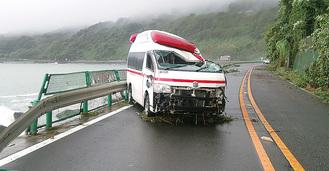 高波を受けた湯河原の救急車