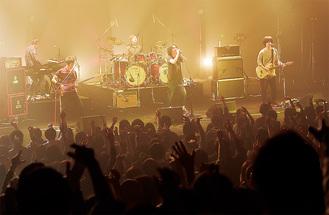 「ただいまー。今日はありがとう!」と地元愛に溢れたステージを披露した藍坊主のメンバー(撮影:嶋雄司)