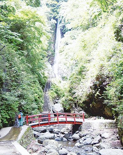 「洒水の滝祭り」