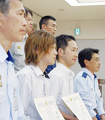早川転落の男性救助