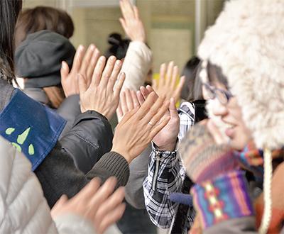 ハイタッチ隊小田原駅に現る