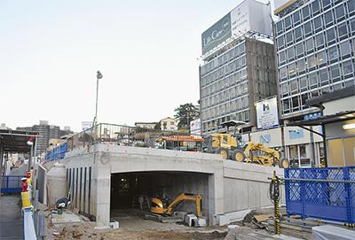 熱海駅前に二層広場