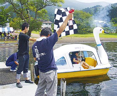 芦ノ湖を疾走、スワンで