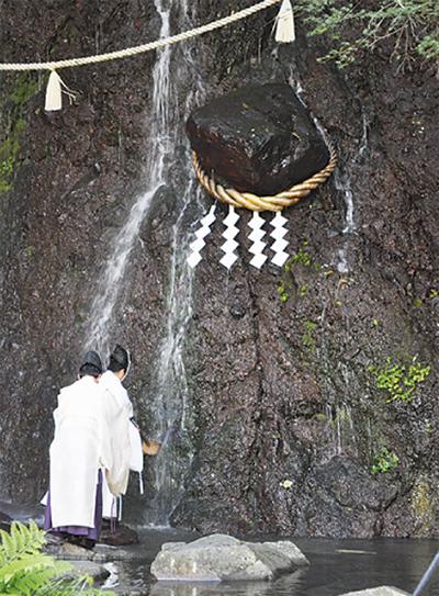玉簾の瀧で名水祭