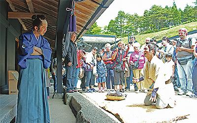 箱根関所で時代劇