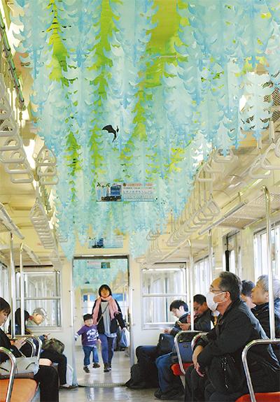 ヒスイ色の花電車内で満開