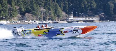 芦ノ湖でレース
