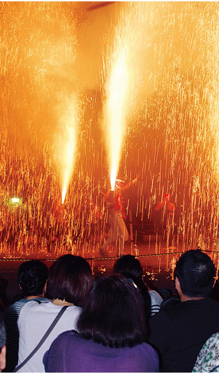 25日(土)泉公園で迫力の手筒花火