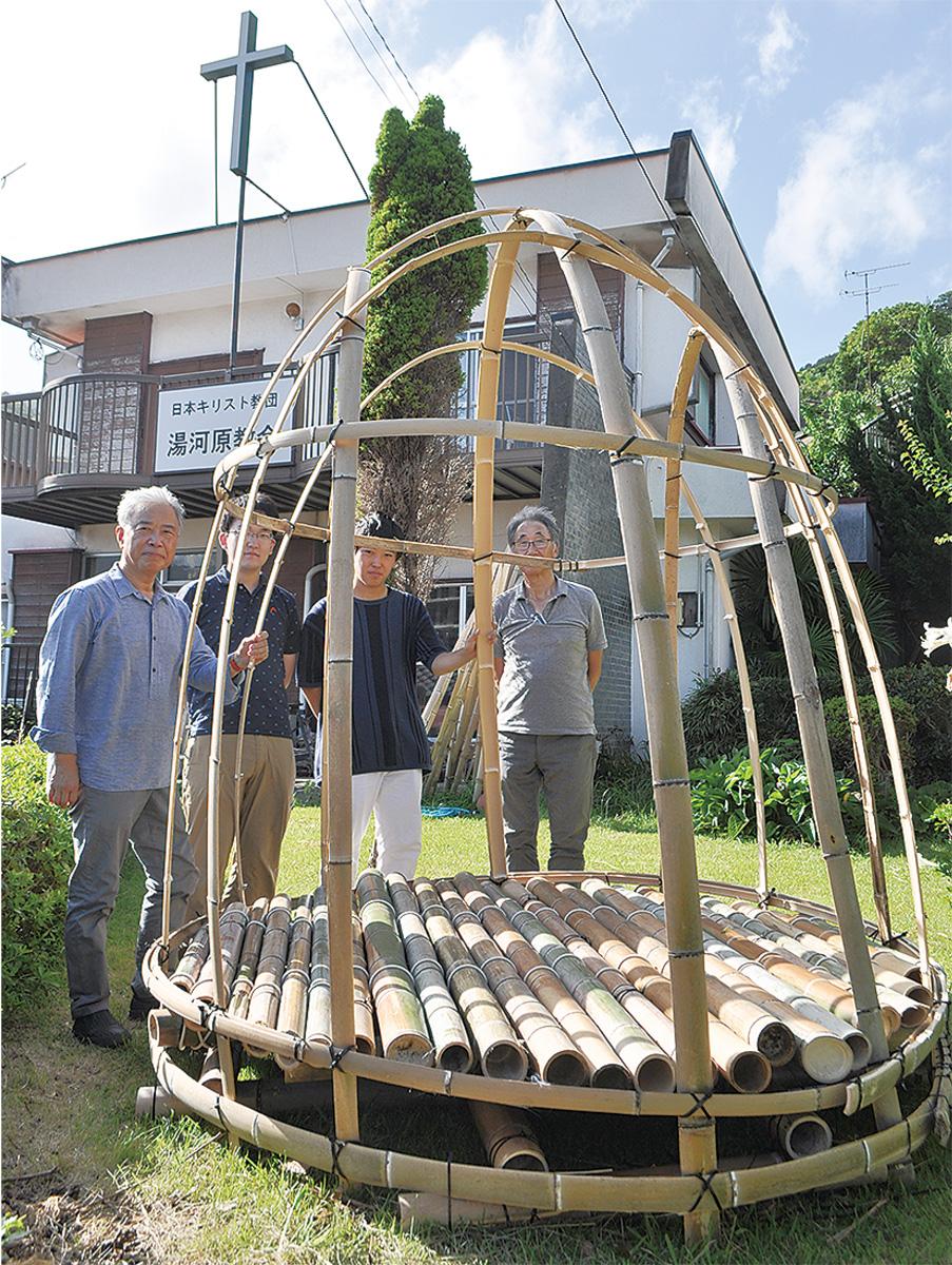 学生手作り竹の礼拝堂