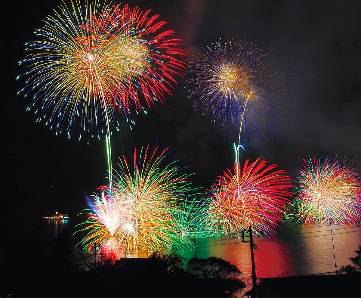 27日湯河原で海上花火大会(注・強風などのため31日水曜日の同時刻に延期が決定)