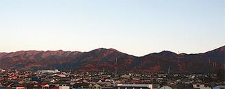 日々の丹沢の山なみが見られる(写真は1月18日)