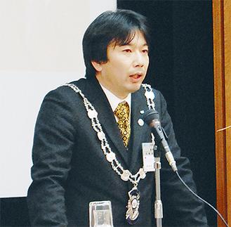 力強く今年度への想いを語る佐藤理事長