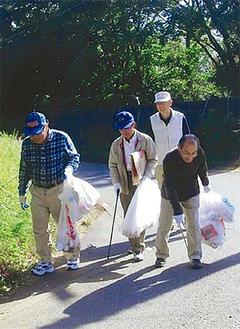 震生湖のハイキングコースを清掃