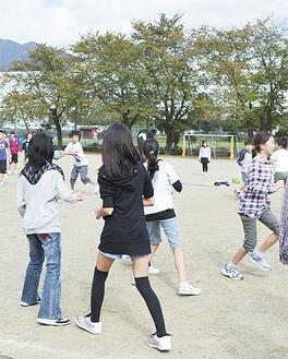 学校対抗ドッジボールは白熱