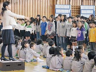 同校児童が堀川小学校の「ハッピーバースデーのうた」で祝った