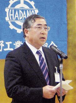 あいさつする石川理事長
