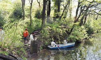ボートで湖面も掃除