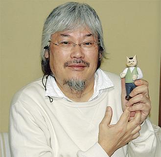 映画の登場キャラクターを持つ小嶋伸さん