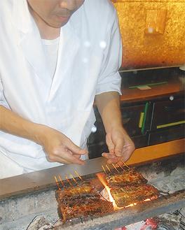 職人が、目の前で焼き上げる