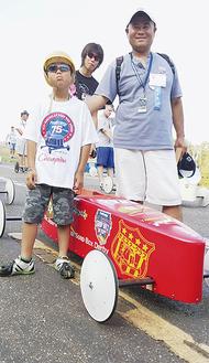 本場のレースに挑んだ山本君(左)