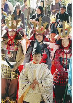 稚児武者行列など実朝公ゆかりのイベントが行われ、例年賑わいを見せる