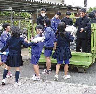 生徒による資源回収