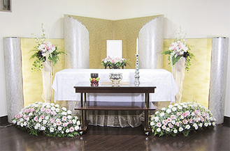 プリザーブドフラワーを使用する「たんざわプラン35」は少人数の葬儀に最適なプラン(遺影は含まれません)