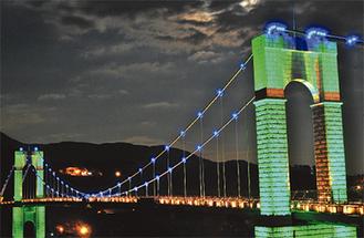 彩られた風の吊り橋