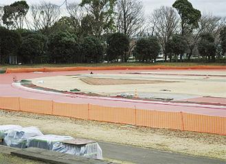改修が進む、市陸上競技場