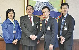 エールを受けた永田さん(中央右)
