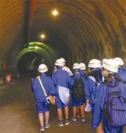 建設中のトンネルへ