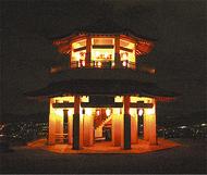 灯り揺らめく弘法山公園